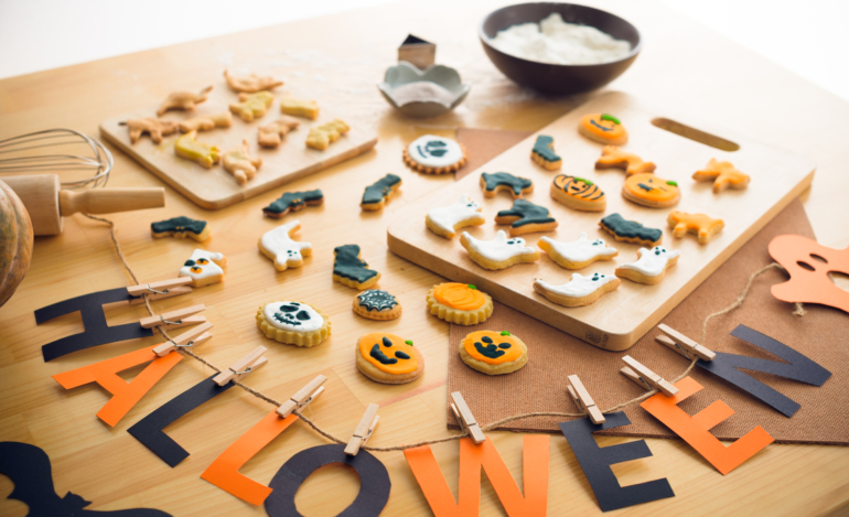 Halloween-Decorations-and-Cookies